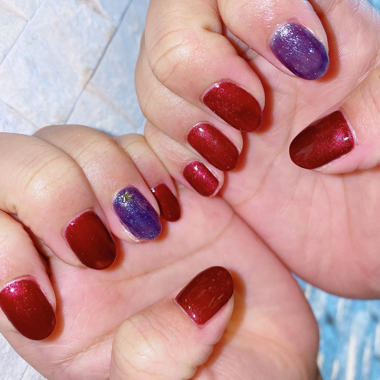 ギャラクシーネイル赤×青ワンポイントに星を...️#岐阜市美容室 #oggiavanti #オッジ #トータルビューティーサロン #ギャラクシーネイル #ラメ #星